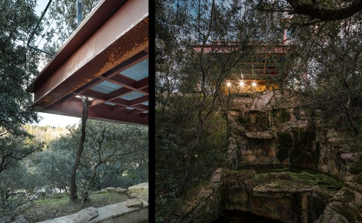 19 red steel house penelas architects glass faced forest retreat