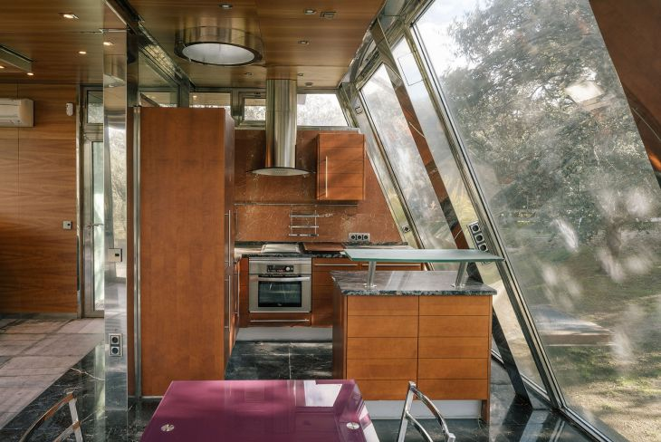 8 red steel house penelas architects glass faced forest retreat